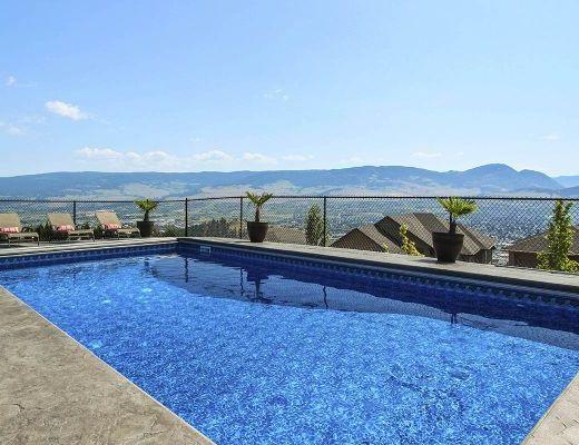 Blue Sky Retreat - 4 Bdrm w/ Pool HT - Kelowna