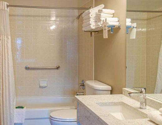 Nancy Greene's Cahilty Hotel & Suites - 3 Bdrm - Sun Peaks