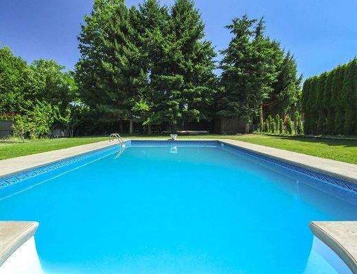 Kelowna Blu - 4 Bdrm w/ Heated Pool - Kelowna (CVH)