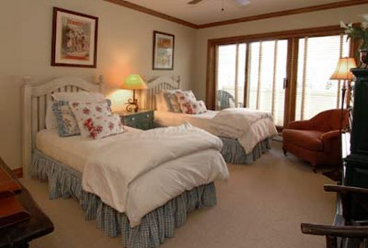 Oxford Court - 2 Bdrm + Den (4 Star) - Beaver Creek