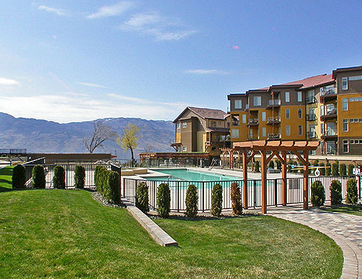 Barona Beach Lakefront Resort #6403 - 2 Bdrm + Den w/ Boat Lift - West Kelowna