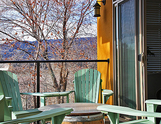 Barona Beach Lakefront Resort #2203 - 2 Bdrm w/ Boat Lift - West Kelowna