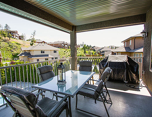 Dilworth Pool Home - 5 Bdrm w/Pool - Kelowna