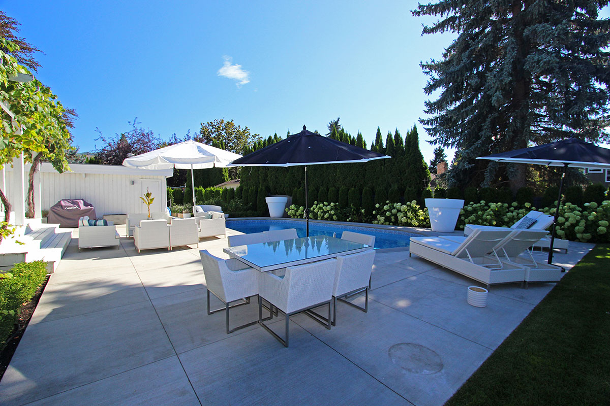 sarsons pool home 3 bdrm w pool kelowna. Black Bedroom Furniture Sets. Home Design Ideas