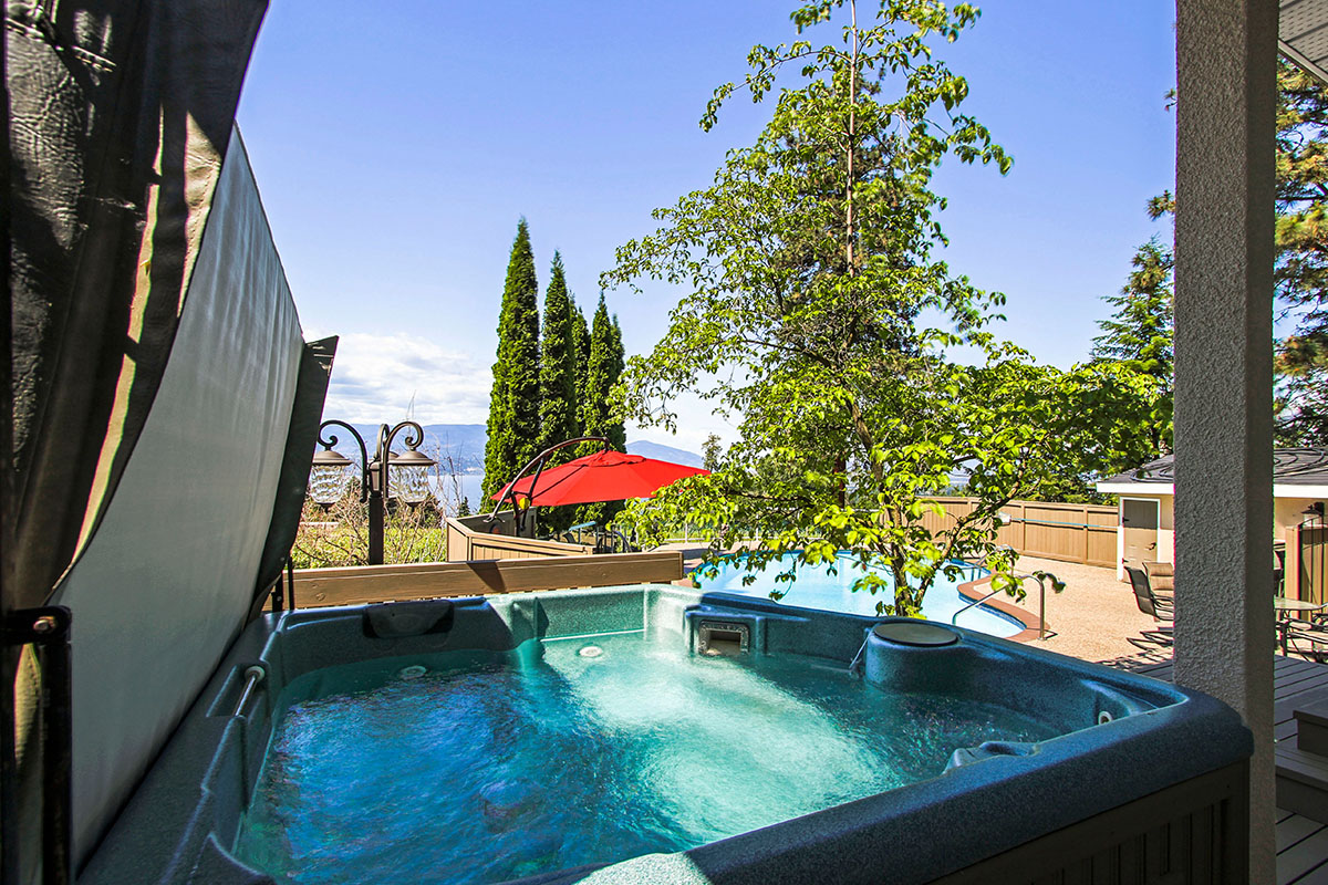 Vineyard estates 5 bdrm w pool ht kelowna cvh for Pool design kelowna
