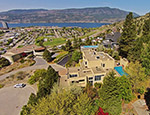 Royal Pool Home - 5 Bdrm w/ Pool - Kelowna