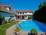 Powell Beach Inn - 5 Bdrm w/Pool - Summerland